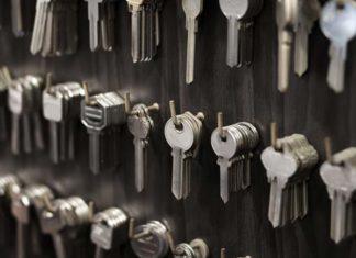 Sejfy na klucze i depozytory kluczy - sprawdź kiedy Twój biznes ich potrzebuje